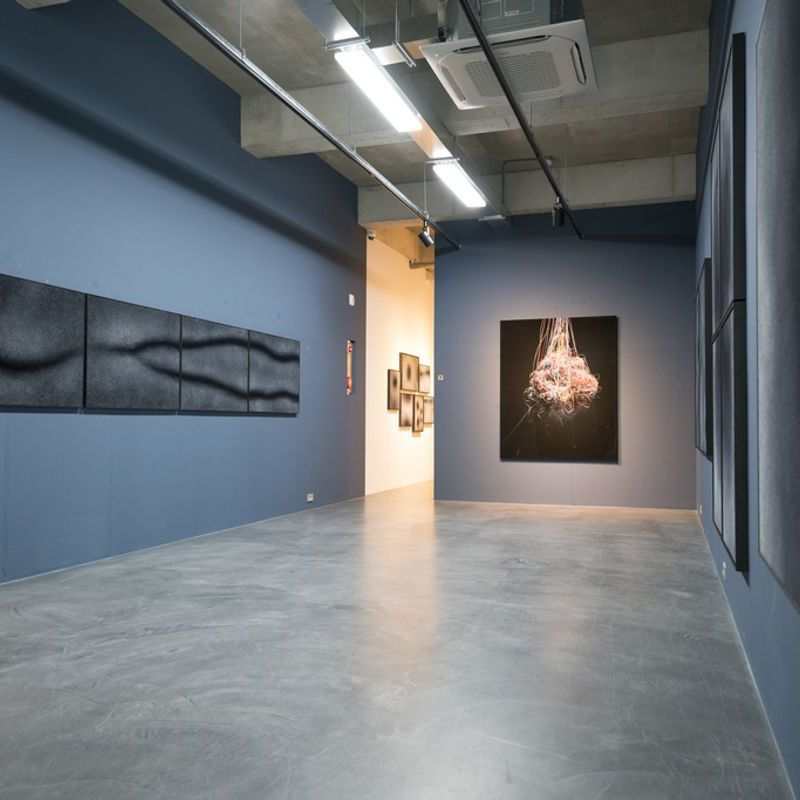 Gallery LEE & BAE