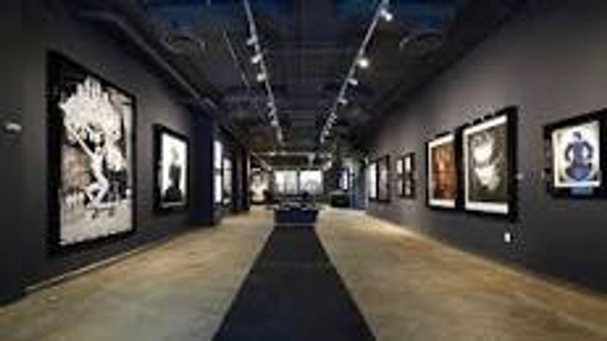 Izzy Gallery